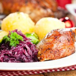 Portion Gänsebraten mit Beilagen für 1 Person